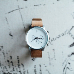 Hodinky MVMT CHRONO SERIES - 45 MM WHITE CARAMEL